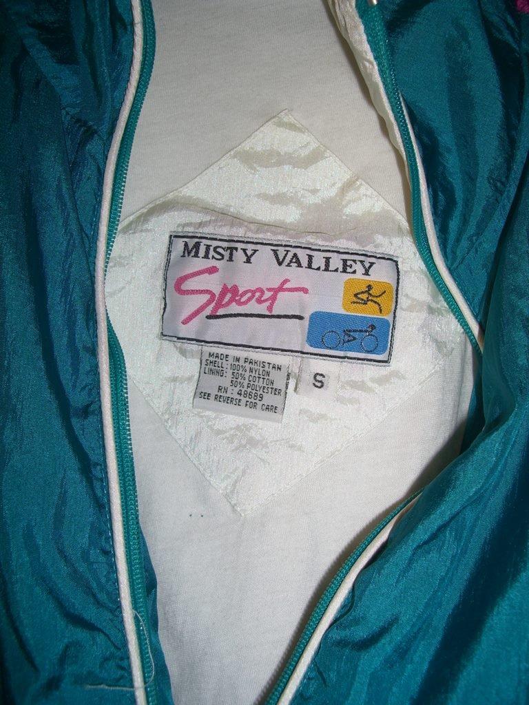misty-valley-sport-windbreaker-tag-2