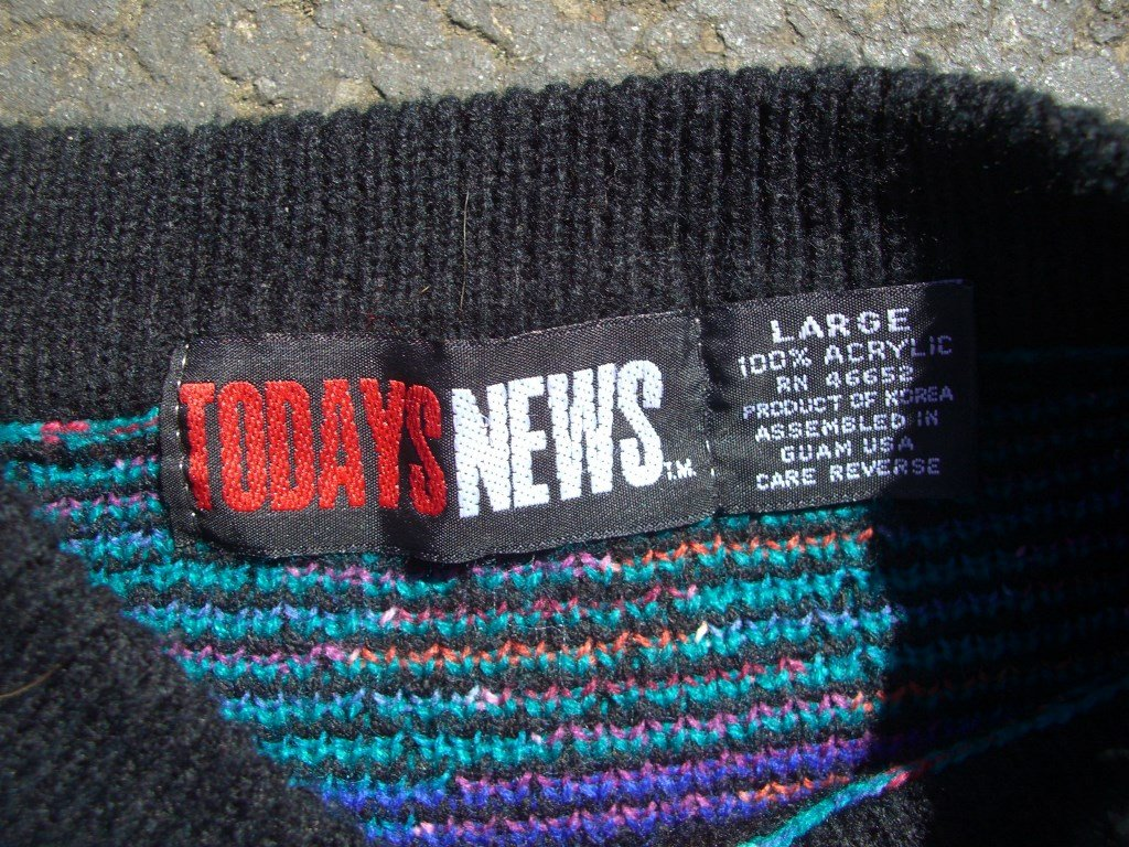 todays-news-crazy-90s-vintage-sweater-pattern-tag
