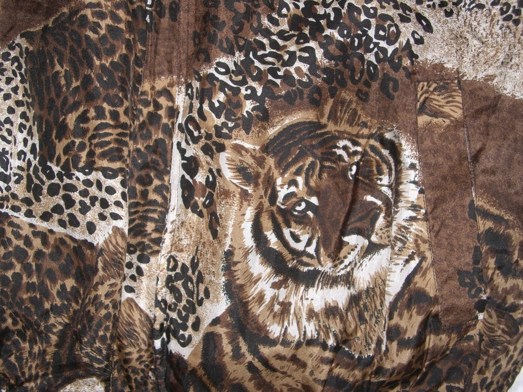 safari-animal-print-windbreaker-with-lions-and-cheetahs-pattern